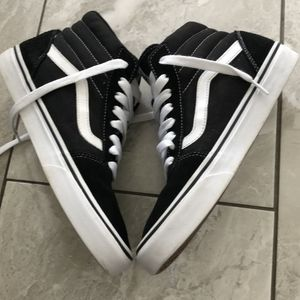 VANS HIGH BLACK AND WHITE SNEAKERS